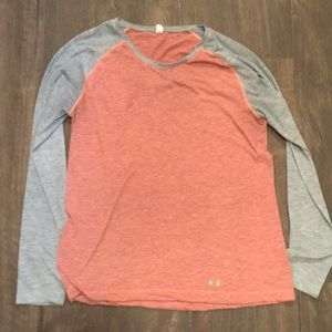 L Under Armour heat gear semi fitted baseball tee